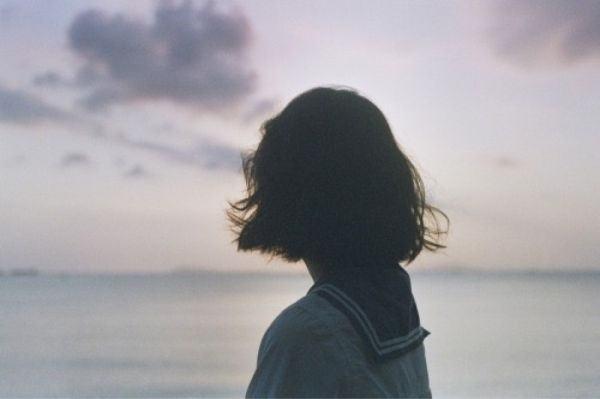 Tuyển chọn 101+ hình ảnh cô gái buồn khóc cô đơn, tuyệt vọng
